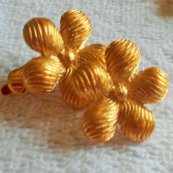 Jewelry - Gold tone Flower Shape Clip on Earrings vintage